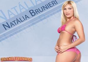 Loirinha Natalia Brunieri de biquini rosa